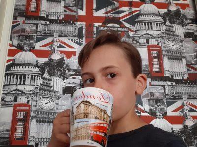 St Laurent sur Sèvre, collège St Gabriel-St Michel  Vive l'anglais, c'est génial ! Ma tasse, un souvenir de Londres, la plus belle ville du monde !  I love England !