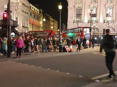 BORDEAUX-collège Alain Fournier  Voici les rue de Londres illuminée ,dans toute sa splendeur avec les transport en commun tipique de l'Angleterre