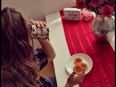 Sana BOUCETHA 4eme6 Collège saint Exupery Perpignan j'ai choisis de faire une photo qui illustre un moment que les anglais apprécie beaucoup qui est  l'heure du thé en utilisent un objet qui est un bug provenant  d'Angleterre !!  :)