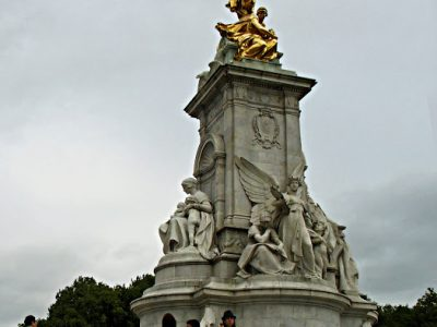 BAUDEAU Baptiste       Saint Gabriel Notre-Dame Here Buckingham fountain!!
