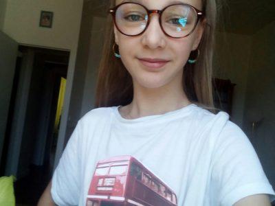 Le Relecq Kerhuon Skolaj diwan penn ar bed  Voilà une photo de moi avec le BUS sur mon T-shirt.