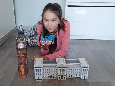 Sacré Coeur de Péronne 80   Ne pouvant pas partir en Angleterre avec ma classe je profite de Big ben et Buckingham version miniature