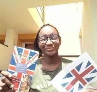 Fatma Fofana 4e5      Collège Jean Zay    J' ai fait cette photo en représentant l' Angleterre avec le drapeau et le dictionnaire qui nous apparent des nouveaux mots. thank you .