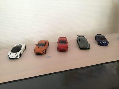 Que de voiture anglaise: Aston-Martin x2 Ford mustang  jaguar f-type est une McLaren 720 S