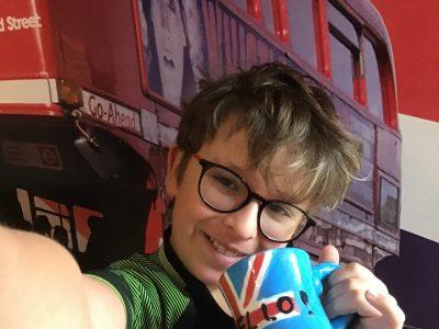 Collège Jean Compagnon, Ville de REYRIEUX dans l'ain. I love LONDON ! Selfie pris dans ma chambre avec mes posters de LONDRES.