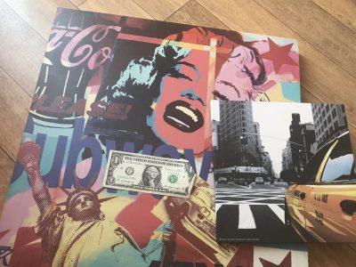 Rueil-Malmaison / Les martinets  Il y a deux tableaux, le première c'est un tableau avec Marilyn Monroe avec quelques marque américaine et la statue de la liberté. Le deuxième tableau est tout simplement un taxi de New York sur une route et quelques buildings