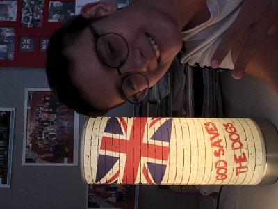 Marly la ville collège Françoise Dolto  C'est une petite lampe simpa avec un chien et un drapeau anglais !