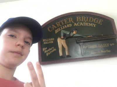 Olivet, Charles Rivière   Rien de tel qu'un vieux tableau Anglais qui a de la valeur pour un selfie !!!!!