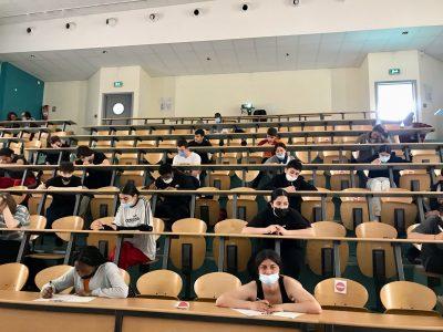 """Mon Collège  :  Nîmes, collège Emmanuel d'Alzon  Mon commentaire : Cette photo illustre ce à quoi je pense quand j'entends le mot """"Angleterre"""" . Tout cela dans la peau d'un touriste !                                 Cela me rappelle aussi à quel point j'aime le Royaume Uni, c'est fabuleux et très beau ."""