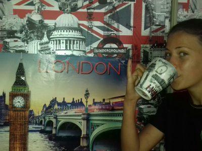 Bagnols sur Cèze / Collège St Jean.   It's the tea time with Big Ben in London .