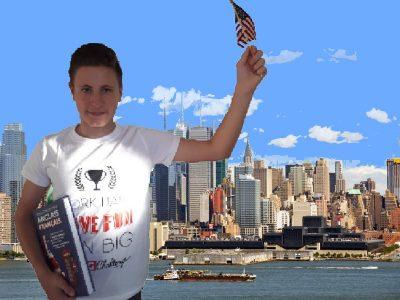 LAFFAILLE--AYRAL Jérémy SAINT-AUBIN Collège Laurent Monnier  Voici une photo de moi, posant telle la Statue de la Liberté devant Manhattan.