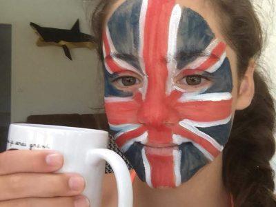 """La Teste de buch, Collège Henri Dheurle    Pour me mettre dans l'ambiance du Big Challenge, j'ai choisi de ma peindre le visage au couleur du drapeau anglais et j'ai pris ma """"Cup of Tea""""."""