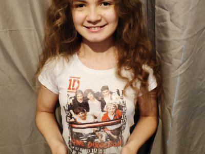 GOURNAY EN BRAY collège Saint Hildevert. Moi et mon tee shirt One Direction et mon réveil anglais.