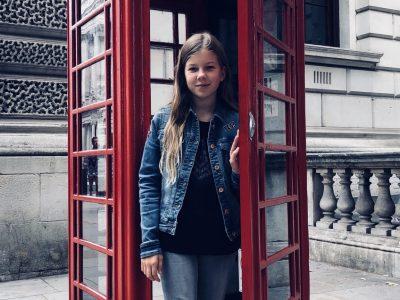Souvenir de mon voyage à Londres en 2018, dans une fameuse cabine téléphonique… Vendenheim, Institution La Providence Lola Haller 4ème1
