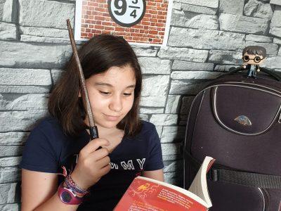 Institution Notre-Dame de Ham 80400 . En attendant le Poudlard express ,petit moment de lecture ! En compagnie de Harry Potter !