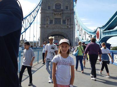 Louviers collège le Hamelet . L'année dernière j'ai passé 4 jours à Londres,j'ai visité beaucoup de choses mais ce que j'ai préféré c'est le London Bridge.