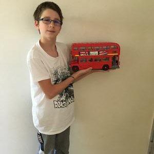 ville : Pond du château nom du collège : St joseph je vous présente le bus londonien fait à partir de lego fait aussi pour l'occasion
