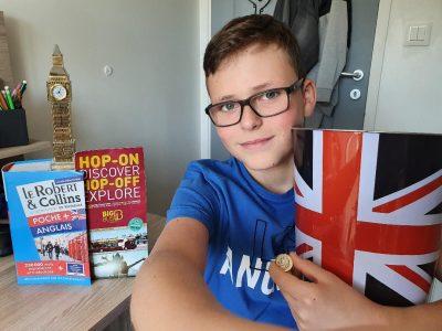 La Verpillère, collège Anne Frank  tout est Anglais dans ma chambre, même la poubelle !!!!!!!! :)