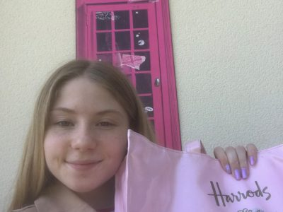 """My middle school's name is """"Marcel Pagnol"""" in Vermand. In this Picture, we can see a phone box and my hand bag """"Harrods"""".Harrods, it's the famous shop in London."""