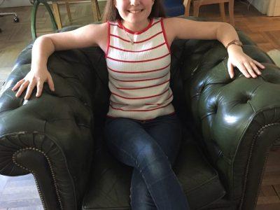 Nice, collège Nazareth. Le fauteuil typique d'un gentleman dans un club typiquement anglais. Nastia Sourny 4C