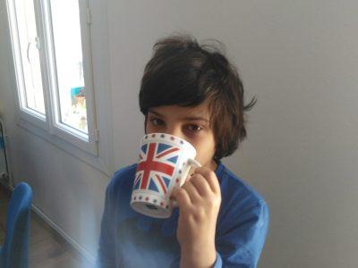 Châtellerault,St Gabriel Notre-Dame. Commentaire:Quand je prend le petit déjeuner,je pense à l' Angleterre et au thé.