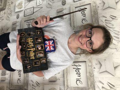 ANZIN SAINT AUBIN COLLEGE LES LOUEZ DIEU   J'ai pris Harry Potter et le drapeau  car pour moi cela représente bien l'Angleterre.