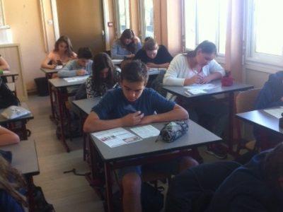 Les élèves de Cours Fenelon Toulon en train de passer le concours.
