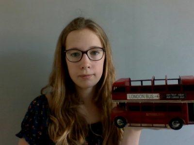 VAUCOULEURS Collège les cuvelles photo avec un bus anglais