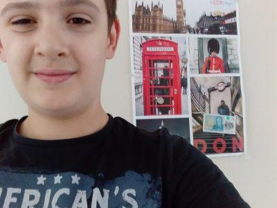 Bonjour je suis lagersie baptiste du collège marguerite Yourcenar à Marchiennes je vous présente mon selfie en espérant qu'il vous plaira.  Cordialement