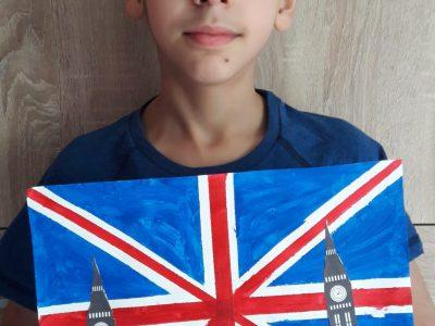 Strasbourg , collège Jean-Monnet , j'ai dans mes mains le drapeau de l'Angleterre avec Big Ben l'horloge la plus célèbre de Londres .