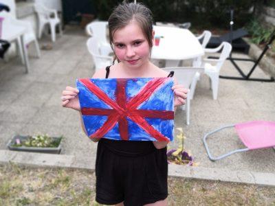 """Château-Renault Collège André-Bauchant .  Le drapeau,c'est la base de l'Angleterre. L'Angleterre sans le drapeau ce n'est rien.Alors,j'ai décidé de faire le drapeau à la peinture à l'eau.J'ai essayé de m'appliquée le plus possible pour avoir la caméra . La première place serai mieux ,mais participer c'est l'essentiel.Alors ,je dis à tous les concurrents """"bonne chance"""" et que le meilleur gagne!!!!!!!!!"""