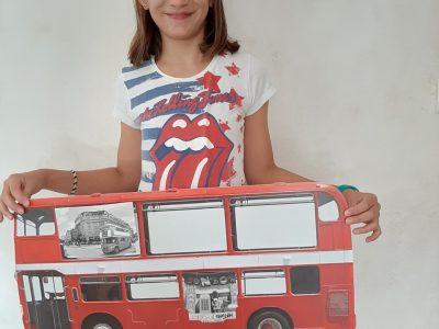 Ma ville : CHATEL GUYON et mon collège : collège CHAMPCLAUX.  Je m'appelle Léna, j'ai 11 ans et j'habite a LOUBEYRAT et j'adore l'anglais.