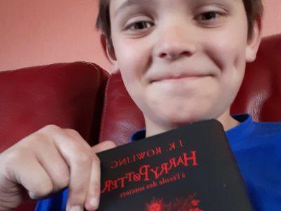 CARENTAN - COLLEGE NOTRE DAME  Selfie d'un confiné qui lit Harry Potter