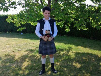 Pau    Sainte Ursule  Bonjour à tous, j'ai posté une photo avec mes habits que j'ai achetés en Écosse quand j'y habitais       ;)