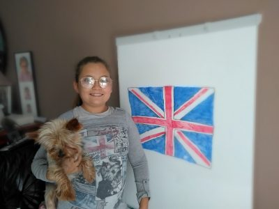 Collège Emile Malfroy            Grigny   Voici une photo pour le concoure j'ai pris mon chien puisqu'il est d'origine anglais et j'ai fait mon dessin du drapeau anglais et mon t-shirt avec le chien et le drapeau