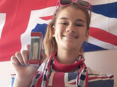 Six-Fours-Les-Plages / Collège Font de Fillol  Tous les objets de la photo viennent d'Angleterre :)J'adore l'Angleterre surtout depuis que j'ai vu tous les rapports avec Harry Potter dans ce pays :) LAURENT Louise 4F