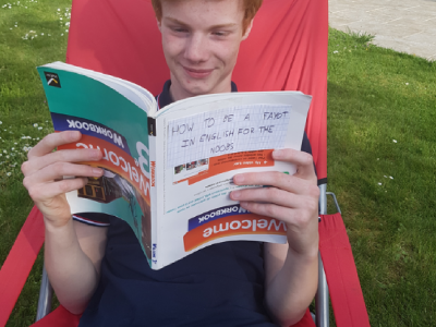 Hello, I'm Antoine Jurion, and I live in Vendresse. I taked this photo in my garden and with my english book, some details can be find in this photo... Did you see them ? I love english and I WILL WON THIS CONCOUR !!! ;)