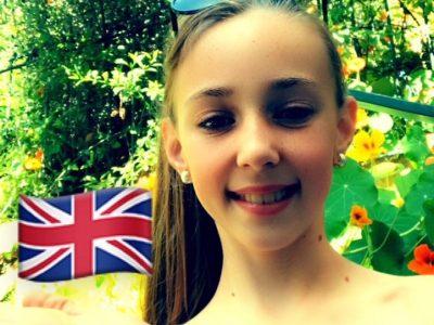 Tourrette Levens   college René CASSIN  En attendant que je m'envole pour l'ANGLETERRE, c'est le drapeau qui vole dans ma main