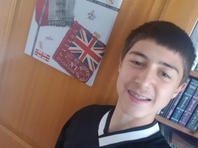 ARTEMARE - Collège du Valromey,  C'est un tableau fait avec du collage de serviette qui est une décoration de ma chambre et un maillot de Manchester United car j'adore le football.  Dorian