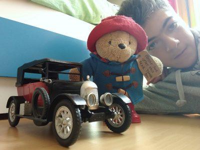 Collège le Calloud a la Tour Du Pin dans l'Isère  c'est Paddington mon compagnon de voyage et sa fidèle Morris(marque de voiture anglaises et connue pour avoir fait la mini 850) Lucas Pedro--Chirat