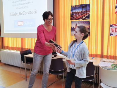 Roisin from Van Maerlantlyceum Eindhoven receives her prize! Congratulations!