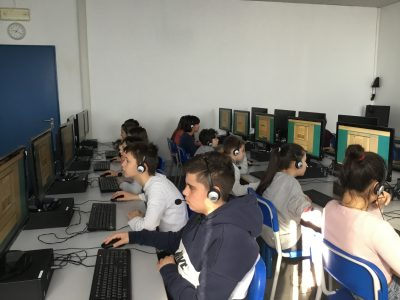 Istituto Bonsignori scuola media paritaria: the students facing the competition in the lab.
