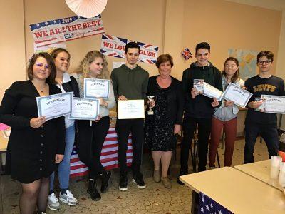 LP Sainte Ursule Caen (Normandie) Quelques participants au concours dont notre grand champion, autour de leur directrice.